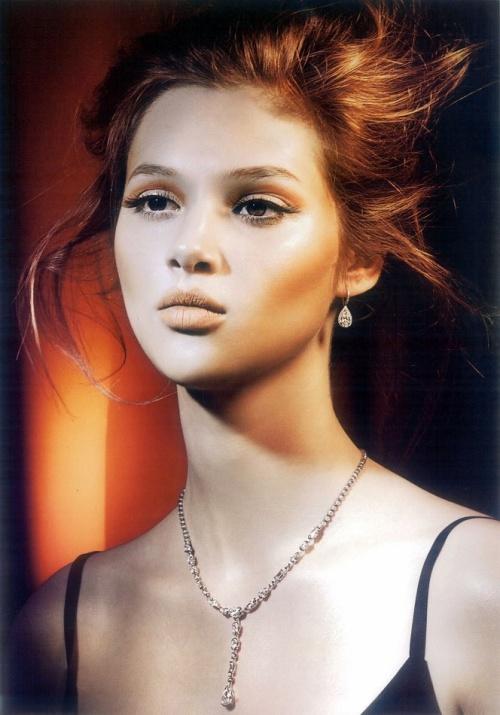 Anais-Pouliot-by-Bojana-Tatarska-for-Glass-Magazine-13-7